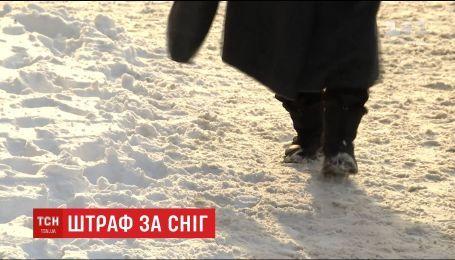 У Дніпрі масово штрафують установи, що не прибирають сніг біля будівель