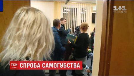 В Запорожье подозреваемый прямо в зале суда попытался перерезать себе горло