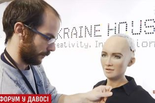 Журналистка ТСН парализовала самого известного робота мира