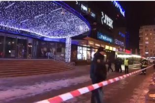 """У центрі Києва """"замінували"""" торговий центр"""