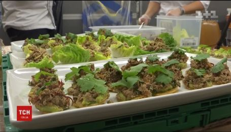 Американская компания накормила участников форума в Давосе котлетами с растений
