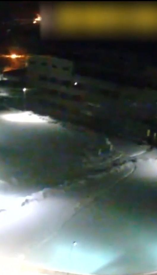 Дніпровським патрульним вдалося схопити за ногу чоловіка, який вистрибнув з десятого поверху