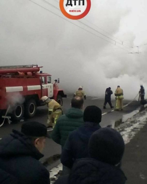 УКиєві сталася масштабна ДТП зпожежею: горять кілька авто