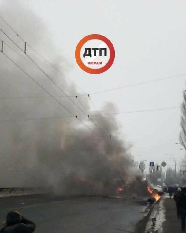 Масштабна ДТП уКиєві: на місці зіткнення авто спалахнула пожежа