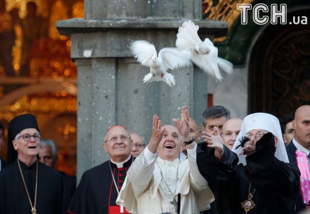 """""""Благаю, щоб замовкла зброя"""": Папа Римський зустрівся з українською громадою в Італії"""