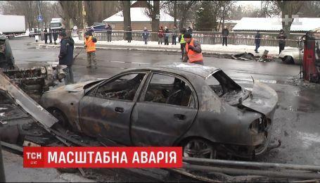 Масштабная авария произошла на столичной улице Академика Заболотного