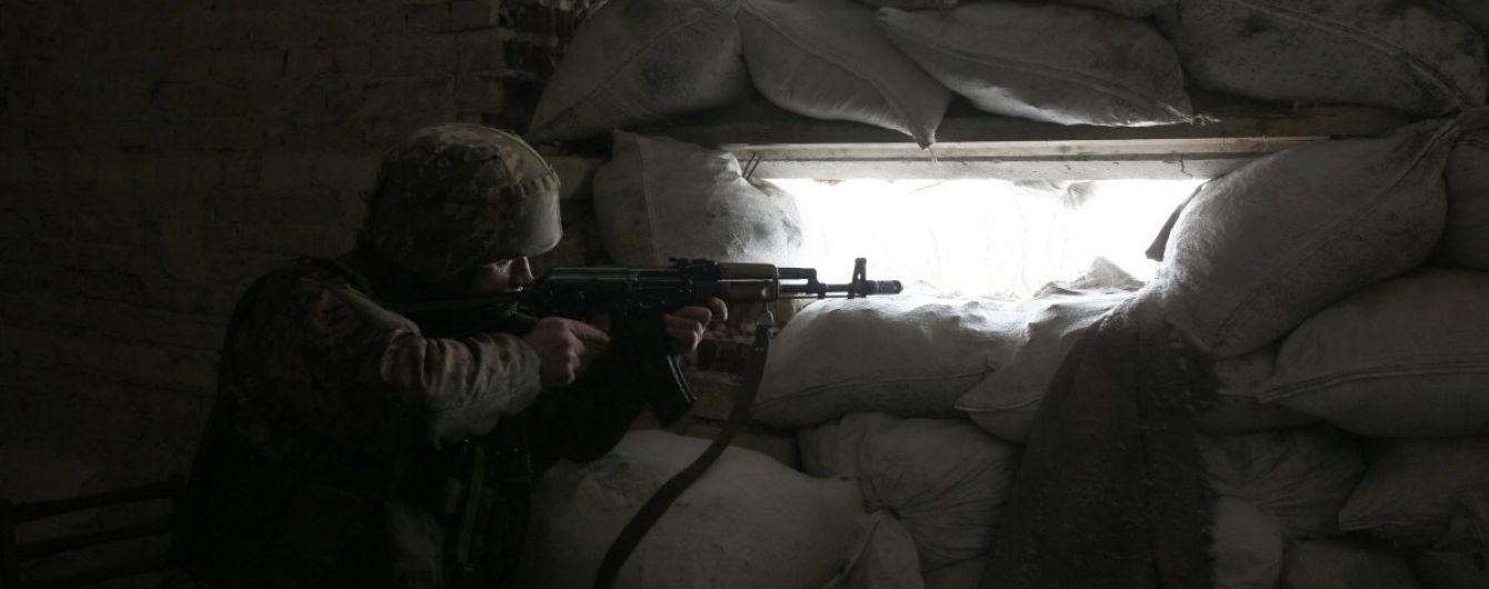 Вогонь бойовиків біля Світлодарської дуги і поранений український військовий. Як минула доба в зоні АТО