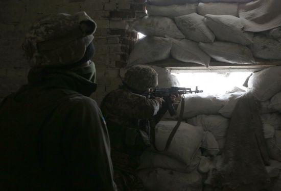 Боевики убили украинского бойца, еще двоих ранили. Хроника АТО