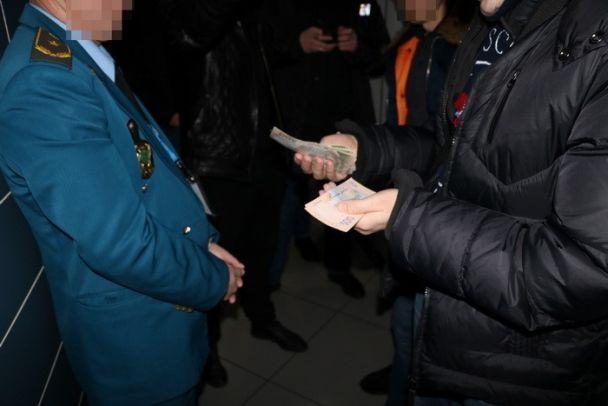 СБУ: Следователь милиции схвачен при получении взятки 10 тыс. вХерсоне