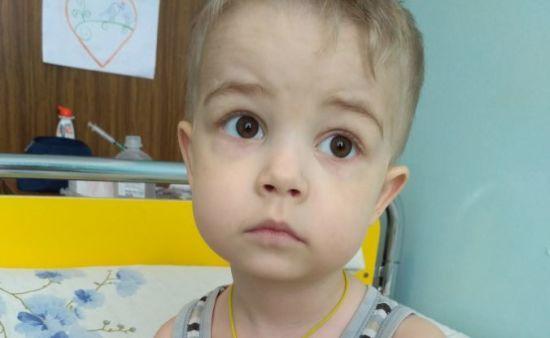 3-річний Роман потребує вашої допомоги