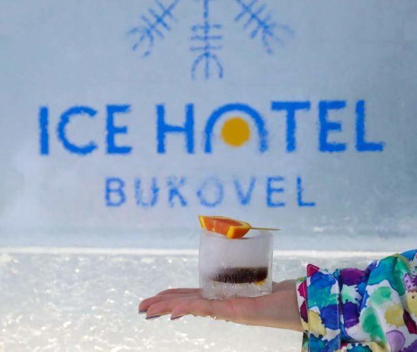 На гірськолижному курорті Карпат працює крижаний готель та ресторан