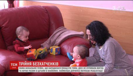 Потребность дома и лечения: семья тройняшек год скитаются без собственного жилья