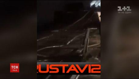 На одной из станций метро в Тбилиси обвалился кусок потолка