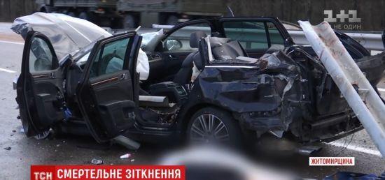 На трасі Київ-Чоп машина наштрикнулася на відбійник: двоє загиблих