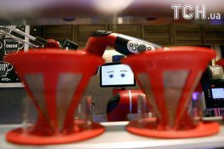 В Японии открылось первое в мире кафе, где напитки готовят роботы