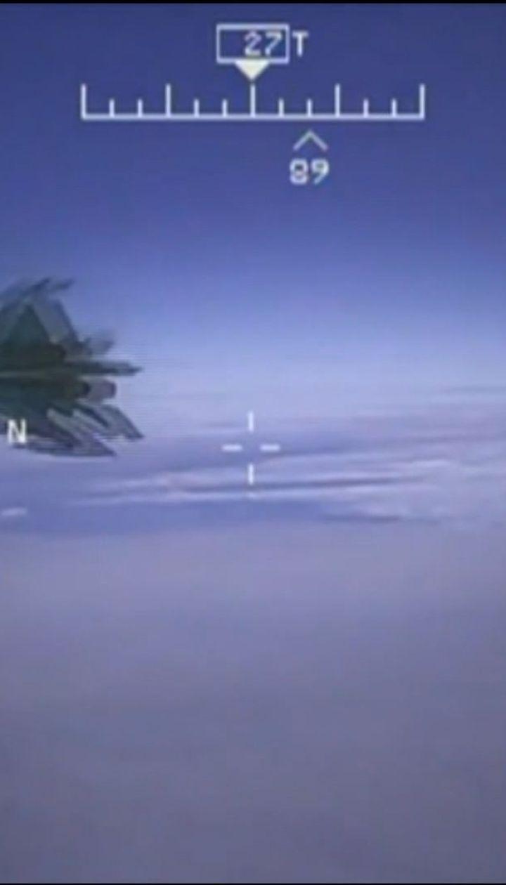 У Мережі з'явилось відео наближення російського винищувача до літака США