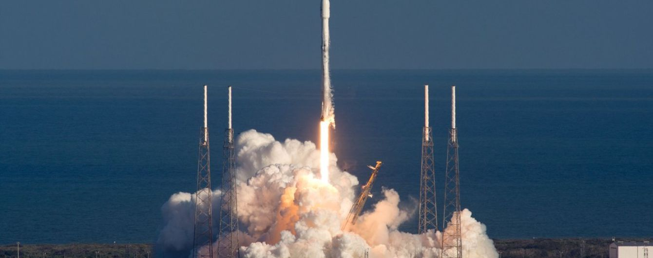 Американські військові розбомбили ракету Falcon 9, яка дрейфувала в океані - ЗМІ
