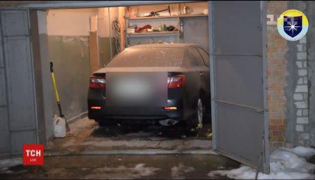 В Никополе неизвестный бросил взрывчатку в гараж, когда туда въехало авто