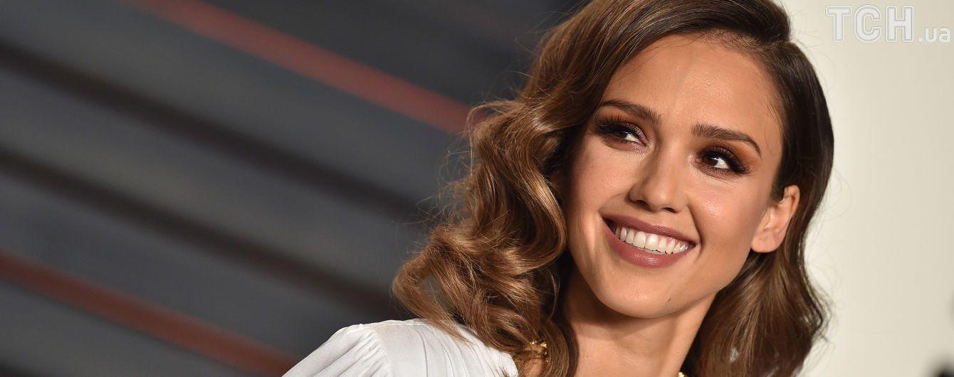 Голливудская актриса Джессика Альба показала новорожденного сына