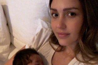 Ему уже месяц: Джессика Альба поделилась трогательным фото с сыном