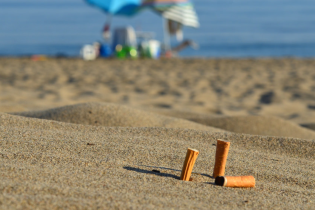 За курение на пляжах Таиланда туристы рискуют загреметь в тюрьму
