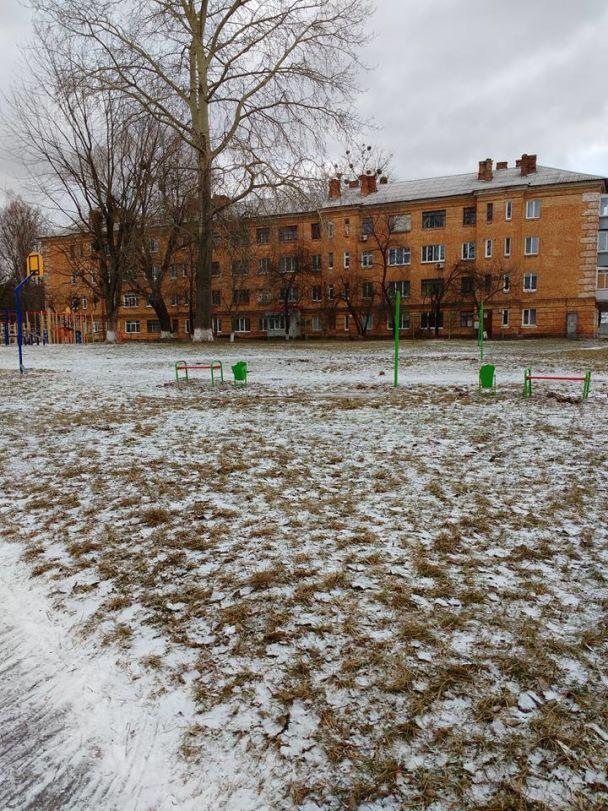 У Василькові встановили небезпечні дитячі майданчики