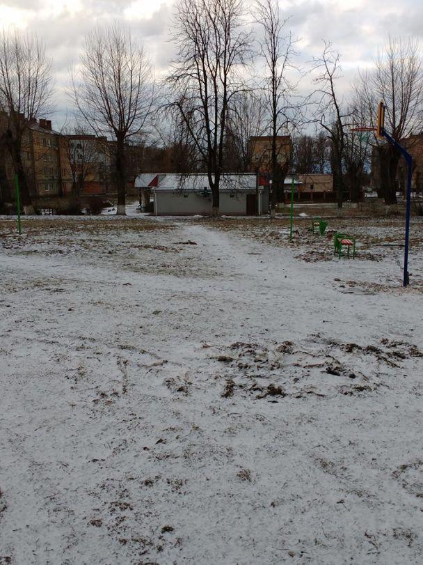 В Василькове установили опасные детские площадки
