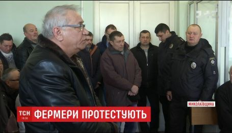 Сорочка в крові й випадало око: на Миколаївщині фермери страждають від нальотів банди