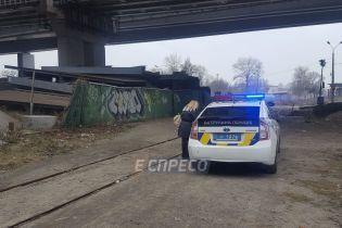 З Дарницького мосту в Києві стрибнув п'яний чоловік
