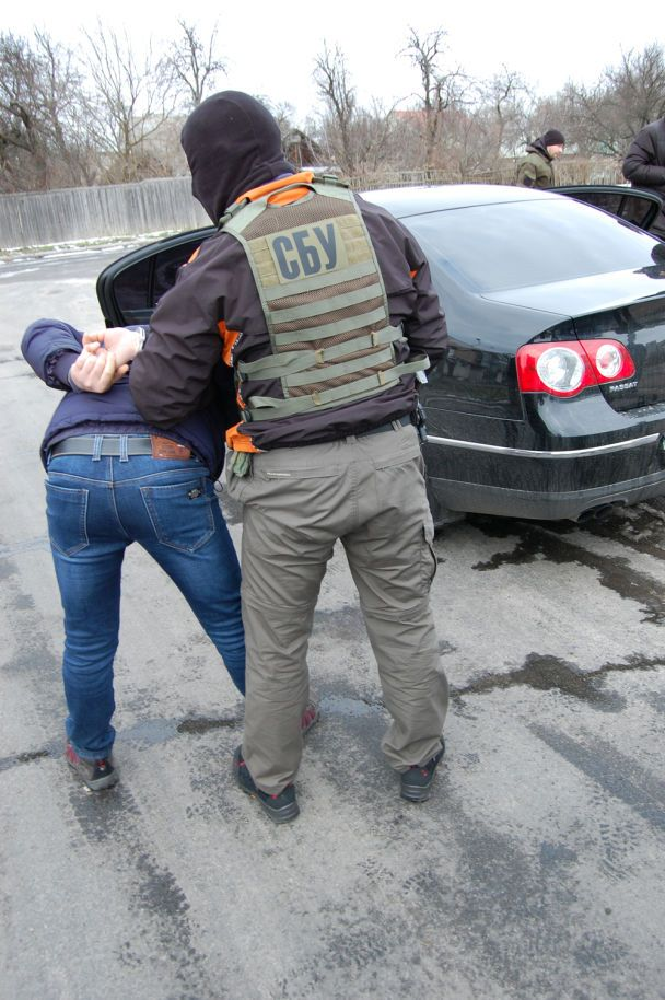 У Чернігові СБУ викрила банду торгівців зброєю, яку організував поліцейський