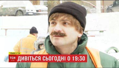 Мэр Хмельницкого взялся очищать улицы от снега, чтобы услышать мнения прохожих о власти