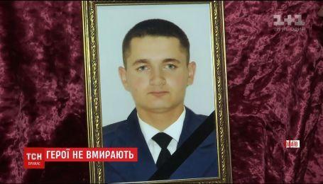 В Николаеве простились с 21-летним бойцом Яном Пуцулаем