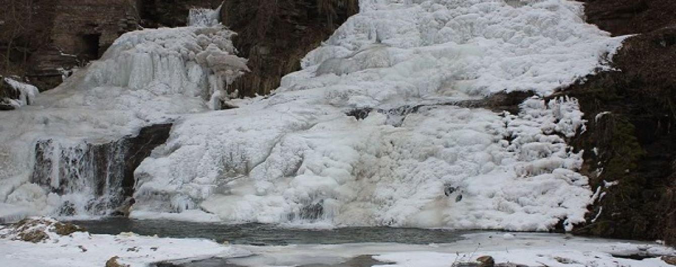 На Тернопільщині замерз один з найвідоміших водоспадів України