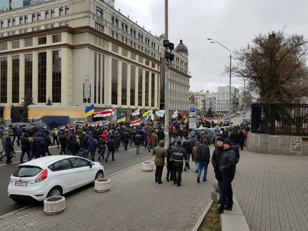 УКиєві - марш прихильників Саакашвілі за імпічмент Порошенка