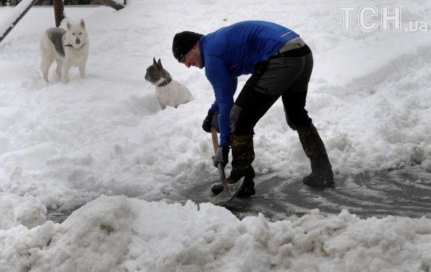 Європу завалило снігом, а потужна завірюха паралізувала Москву