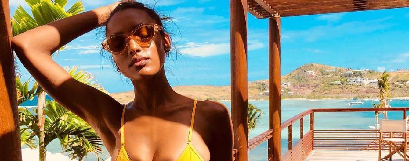 """В горчичном бикини: """"ангел"""" Жасмин Тук позировала в купальнике на фоне пальм и моря"""
