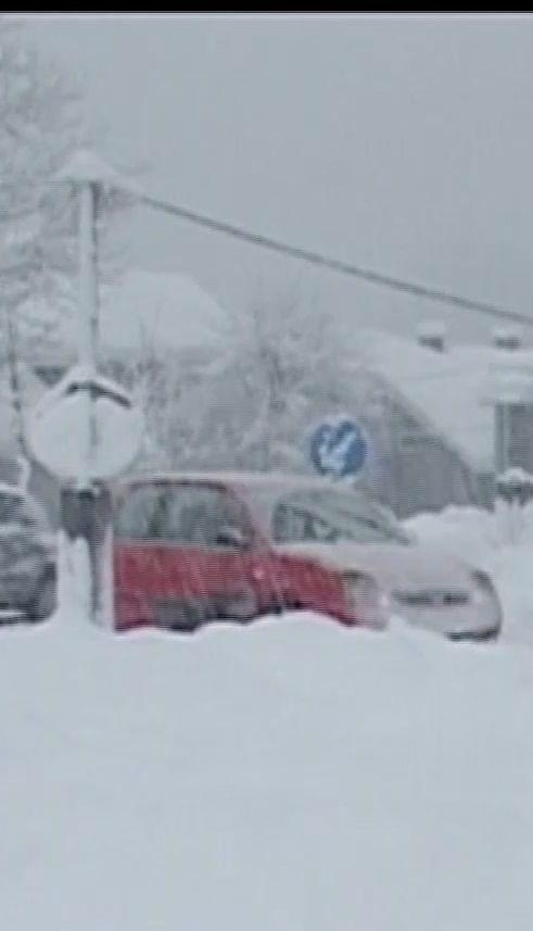 Хуртовини спричинили сніговий колапс у Росії та Європі