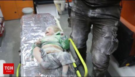 В Сети появилось видео спасения младенца из-под обломков после бомбардировки в Сирии