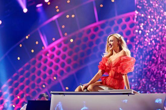 """Прикрий конфуз: З Полякової злетіла спідниця просто на сцені """"Viva! Найкрасивіші-2018"""""""