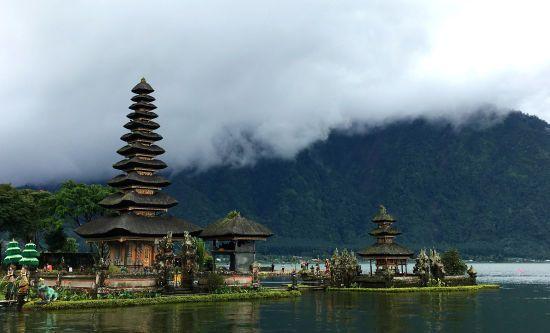 На Балі активізувався вулкан: влада закрила аеропорт