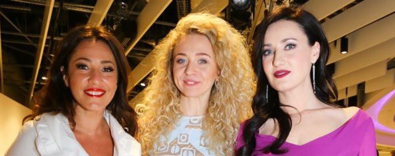 Звездные гости на показе Ивановой: Витвицкая в лиловом платье, Добрыднева в мини, Карпа со смелым декольте