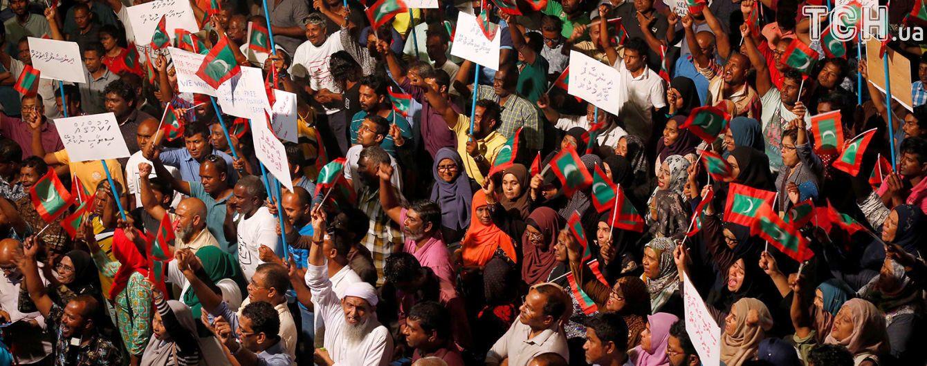 ЄС вимагає термінового скасування надзвичайного стану на Мальдівах