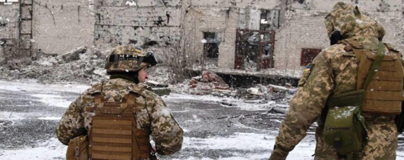 Під час обстрілу бойовиків зазнав бойової травми український боєць. Хроніка АТО