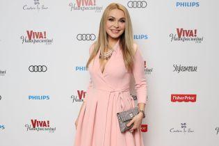Элегантные образы на красной дорожке: Сумская в розовом платье, Тина Кароль с обнаженными плечами