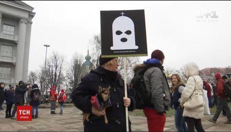 Апелляционный суд отпустил на поруки подозреваемых в поджоге церкви УПЦ МП в Киеве