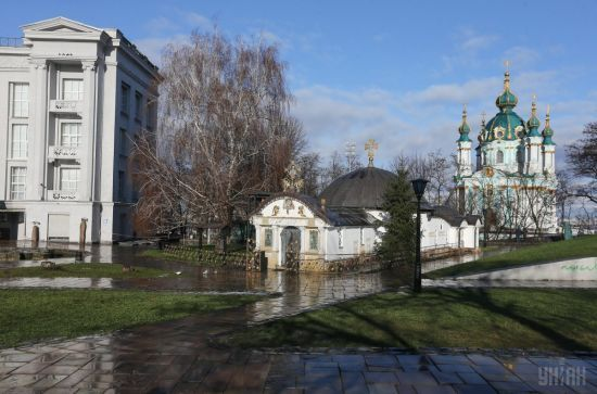 Мінкультури назвало каплицю біля руїн Десятинної церкви незаконною та ініціює судовий позов