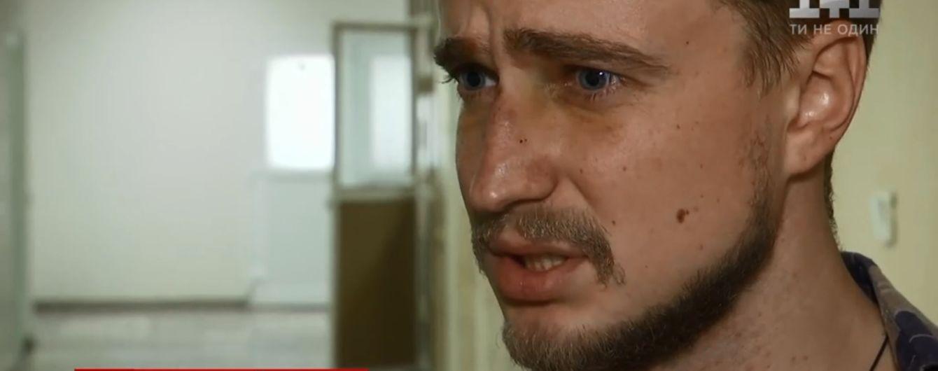 У Києві молодий актор заступився за дідуся та отримав шість ударів ножем від зграї хуліганів