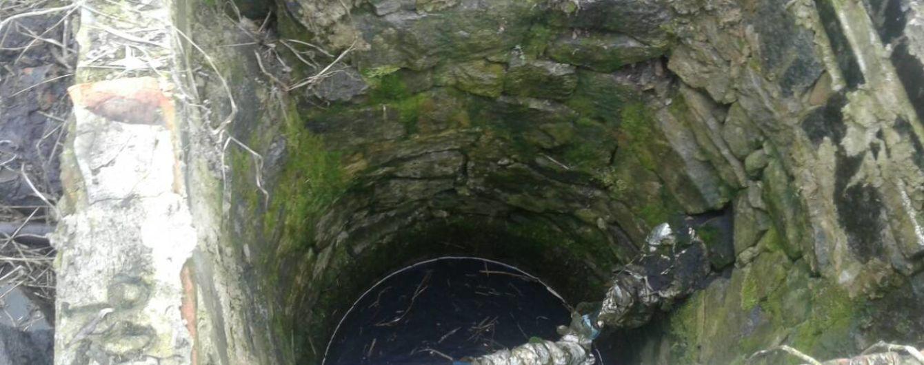 На Житомирщині у криниці знайшли тіло немовляти