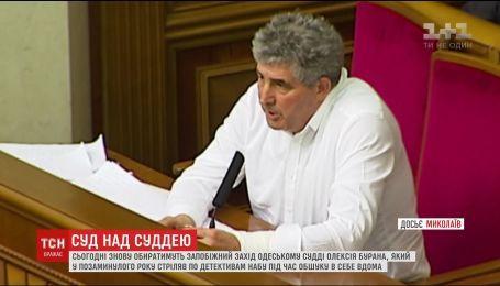 Одеського суддю, який стріляв у детективів НАБУ, можуть випустити з-під варти