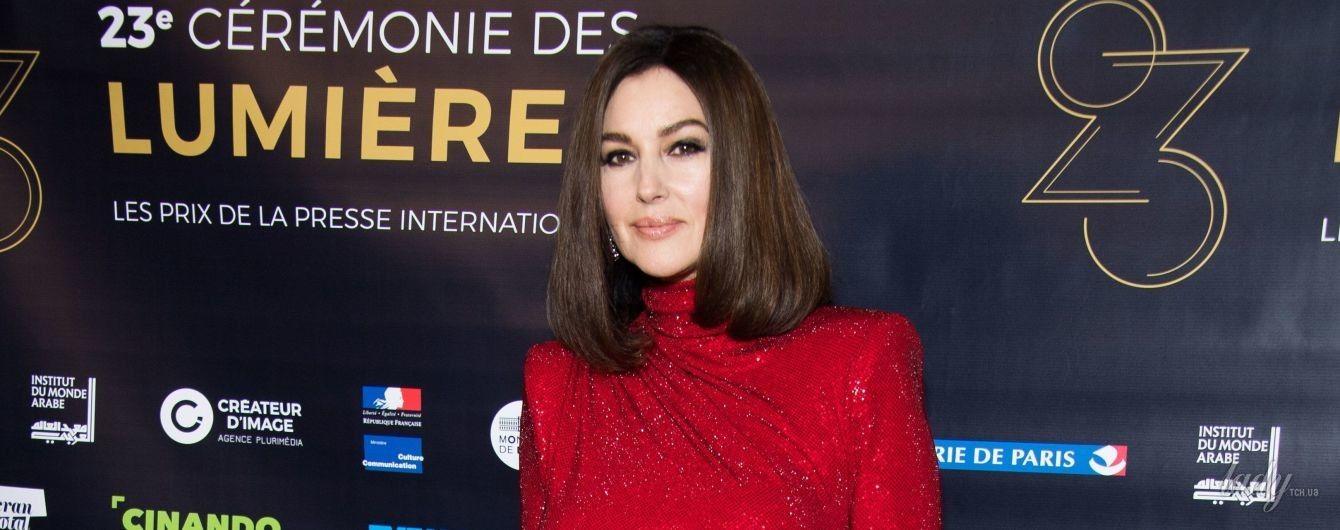 53-летняя Моника Беллуччи произвела фурор роскошным образом в алом платье